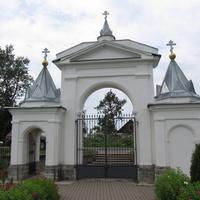 Надкопанье, ворота в храм.