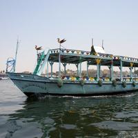 Прогулочная моторная лодка