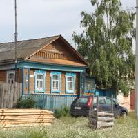 Домик в деревне Щербатовка прямо сзади остановки для автобусов.