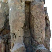 В ногах фараона Аменхотепа III мать Мутемуя и жена Тие