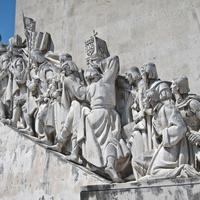 Фигуры на памятнике Первооткрывателям