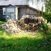 Такие дома в посёлке, печное отопление