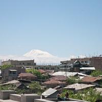 В Ереване. Видна гора Арарат