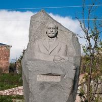 Памятник писателю Мурацану в селе Цовагюх