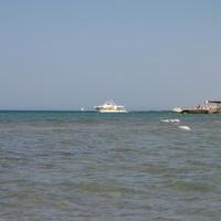 У пляжа