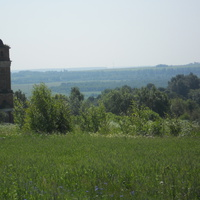 Храм и окрестности села Изволь