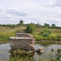 Опоры бывшего моста через р.Большой Матюг с Ильинским храмом вдали.