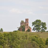 Вид на Ильинскую церковь со стороны Свечинского района.