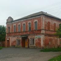 Магазин в Нижних Деревеньках, до революции-дом богатого купца.