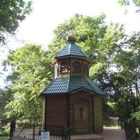 Любань,территория Храма святых апостолов Петра и Павла, часовенка