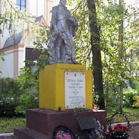 Любань,территория Храма святых апостолов Петра и Павла, памятник защитникам