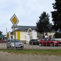 Банк около церкви