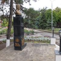 Памятник писателю Закруткину