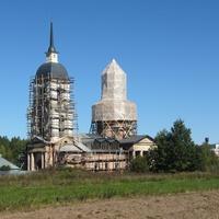 церковь Троицы Живоначальной в селе Хвалово, другой ракурс