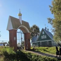 Дудачкино.  Ворота и церковь Иоанна Прозорливого Египетского