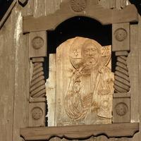 деревня Посадница на реке Сясь, часовенка, резная икона