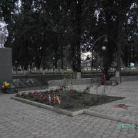 Мемориал павшим в парке станицы