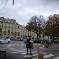 Парижанка с багетом
