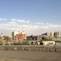 Вид на новостройки и Ереванский коньячный завод