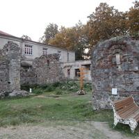 Древние крепостные руины