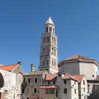 Дворец Диоклетиана, колокольня собора святого Дуэ