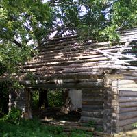 в этом доме когда-то жила тётя народного поэта Белоруссии  Аркадия Кулешова