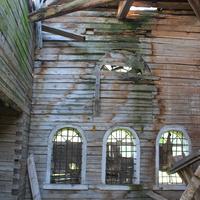 Внутри церкви Казанской иконы Божией Матери