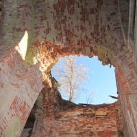 Фрагменты руин церкви
