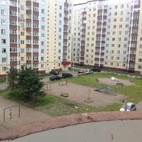 Дворик домов 9б и  9а по улице Ленина . микрорайон Заря.