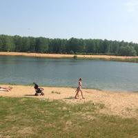 Пляжный отдых у озера . Микрорайон ЗАРЯ.