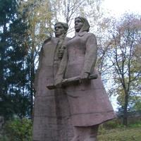 Символ Словечного -  памятник партизанам Великої Вітчизняної. Скульптор Нечуйвітер, 1970 р.