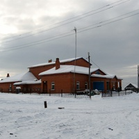Ломбовож. Здание деревенской школы и детского сада. Югра