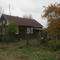д.Сумское Старый дом под новой крышей