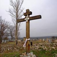Поклонный крест на месте деревянной церкви в селе Пенцево
