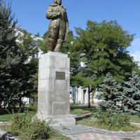 Бердянск. Памятник Герою Советского Союза Полине Осипенко.