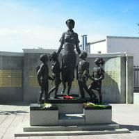 г.Оренбург ул.Советская скульптура первой учительнице