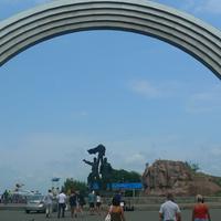 Памятник дружбе Украинского и Российского народов