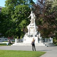 Вена, памятник Моцарту