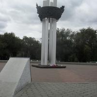 г.Оренбург парк <Салют, Победа!> Монумент павшим<За Советскую Родину>в годы Гражданской и Великой Отечественной войны