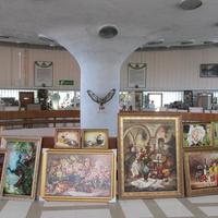 Продажа картин в бювете на верхнем уровне