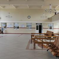 Интерьер зала ожидания на втором этаже вокзала