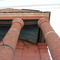 Церковь постепенно разрушается