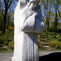 Врата памятника Голодомора