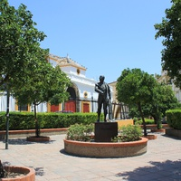 Памятник матадору