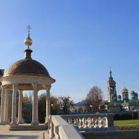На первом фоне Иордань на пруду, слева Покровский Собор, справа Церковь Николая Чудотворца