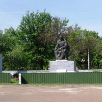 Памятник воинам ВОВ в Телепино