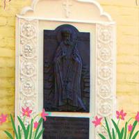 Памятная доска в честь Святого Луки (Бруно-Ясинецкий), работавшего в местной больнице врачом