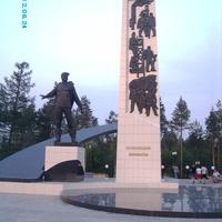 Памятник первопроходцам в г.Губкинский, 2012г.