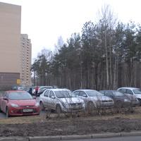 Парковка около жилого дома.