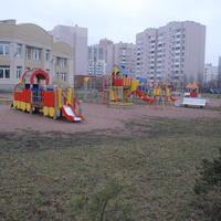 Детская площадка на территории садика.